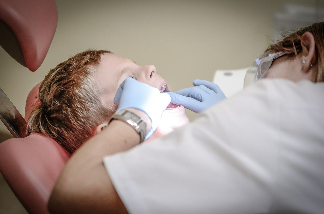 How Dentists Safely Clean Your Teeth Without Pain