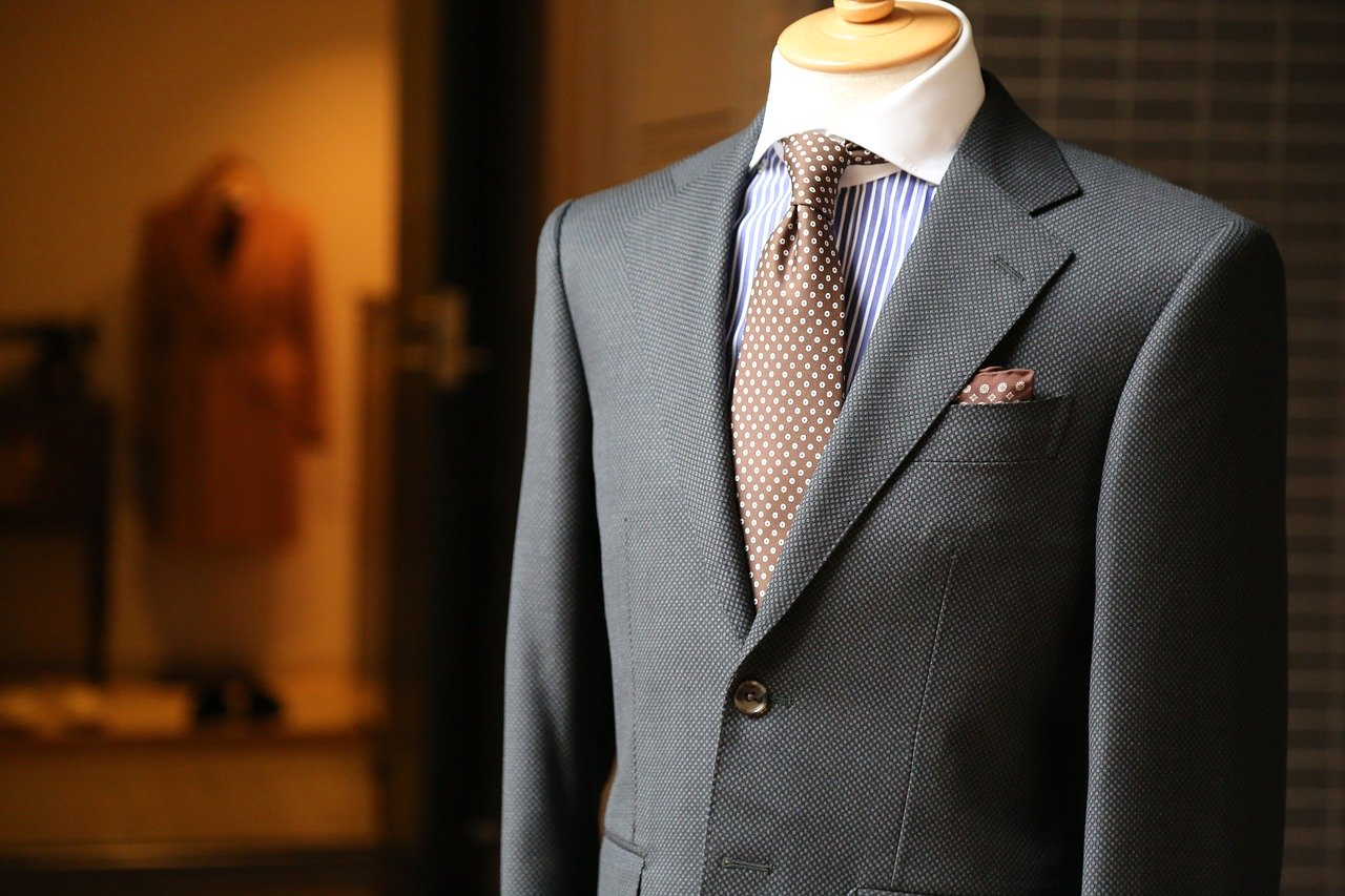 Is a Tailored Suit a Better Choice?