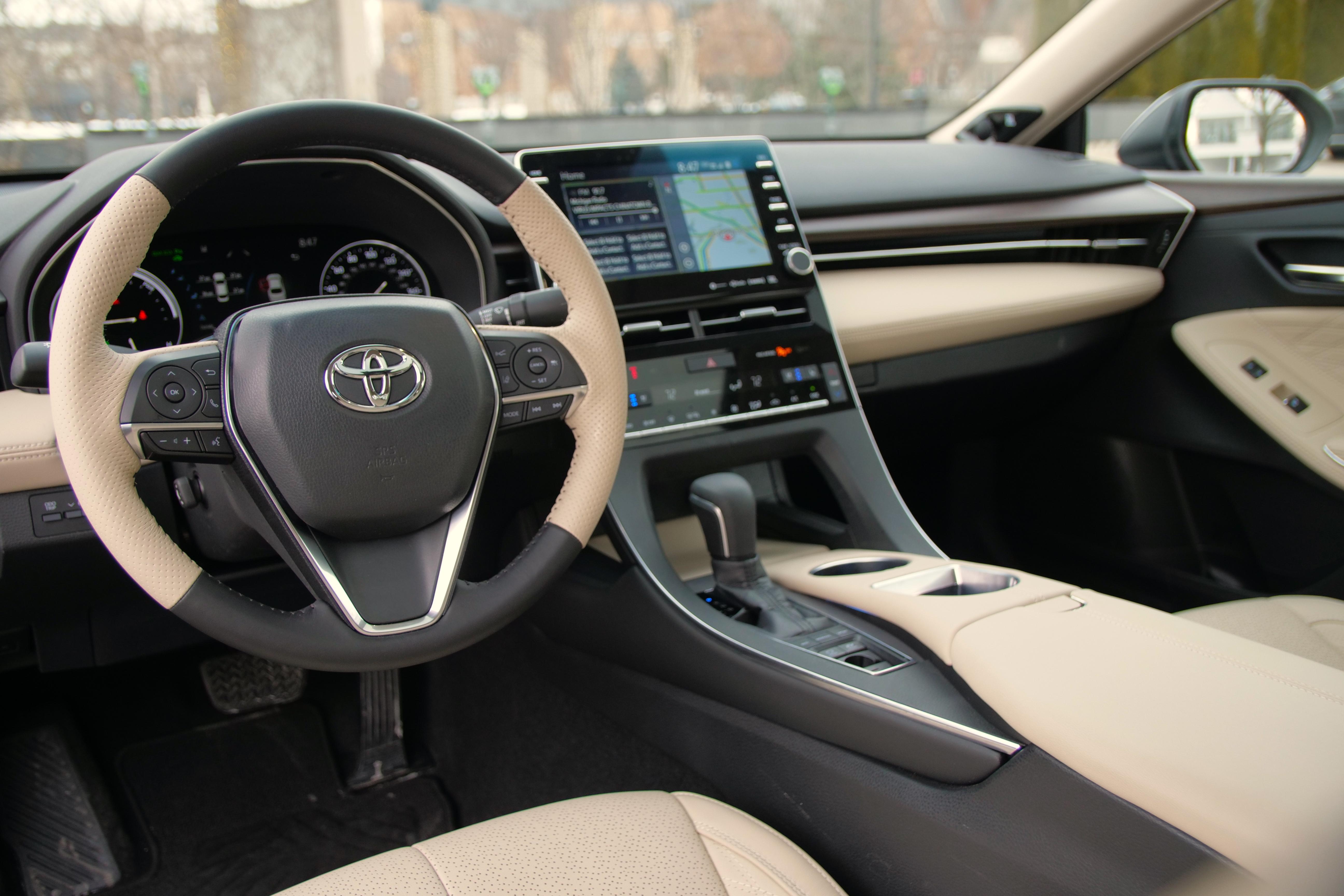 2020 Toyota Avalon Hybrid_Jakob Hansen