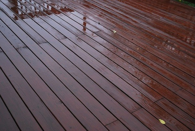 When is it a Good Idea to Hire a Deck Repair Company?