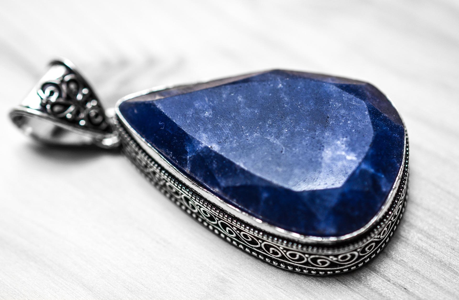 sapphire-1433293_1920.jpg