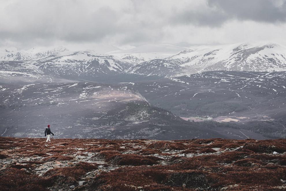 Wandelen door winters Schots landschap