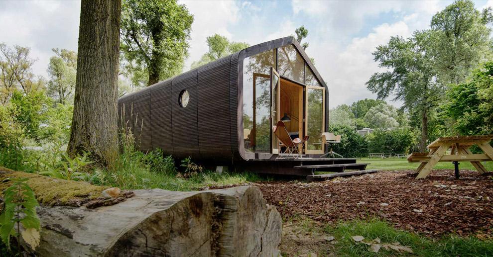 Het kartonnen huisje in de natuur