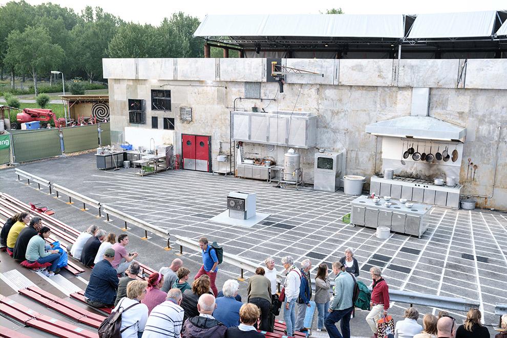 Tribune en toneel van stadstheater in Almere