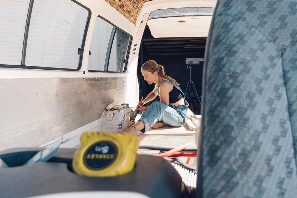 Blogger Verena klust aan camperbusje in Australië