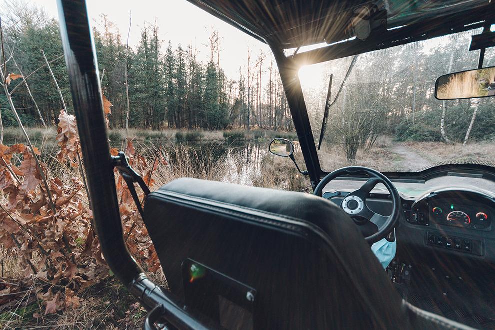 Uitzicht vanuit de elektrische buggy tijdens de duurzame safari