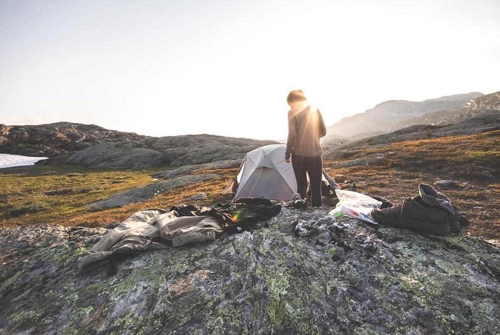 Kamperen tussen de rotsen in Noorwegen