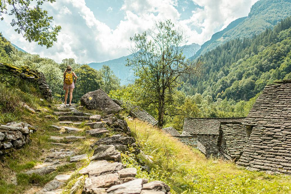 Wandel langs dorpjes en berghutten in het Verzascadal
