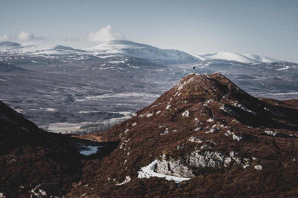 Klimmen naar bergtop van de Schotse hooglanden