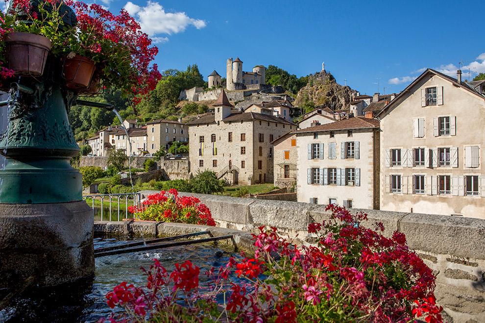Schattig klein dorpje in de Auvergne Rhone Alpes in Frankrijk