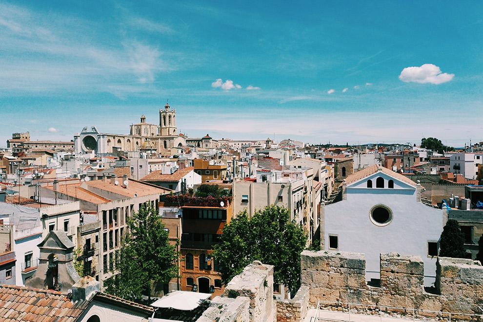 Havenstad Tarragona op een zomerse dag
