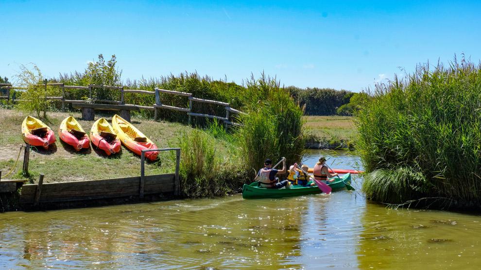 Kano varen met de hele familie aan de Frans Atlantische kust