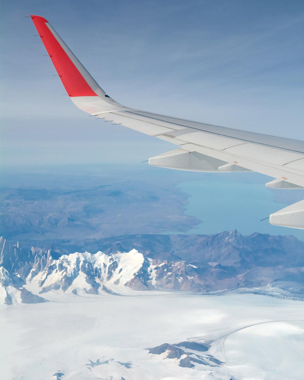 Uitzicht op gletsjers vanuit vliegtuig naar Punta Arenas vanuit