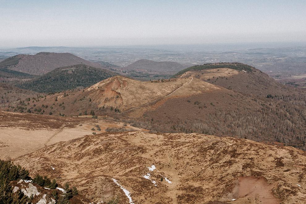 Spitse vulkaantoppen in de Franse Auvergne