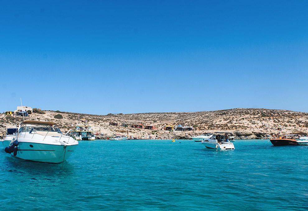 Bootje varen in de Blue Lagoon bij Malta