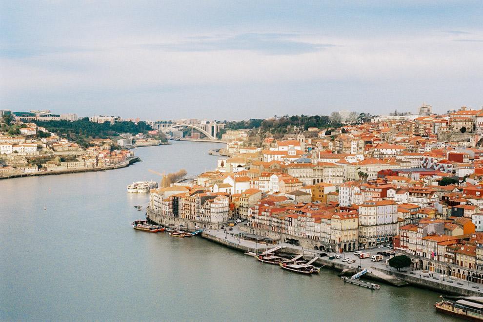 Uitkijkpunt over stad Porto en rivier