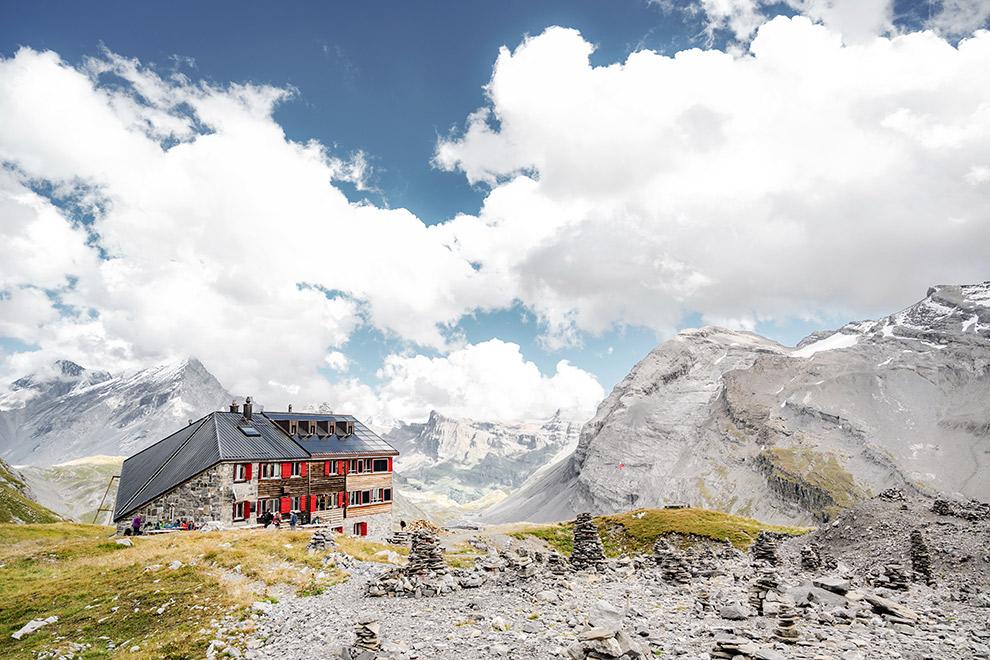 Duurzame Lämmerenhütte bovenop berg in Zwitserland