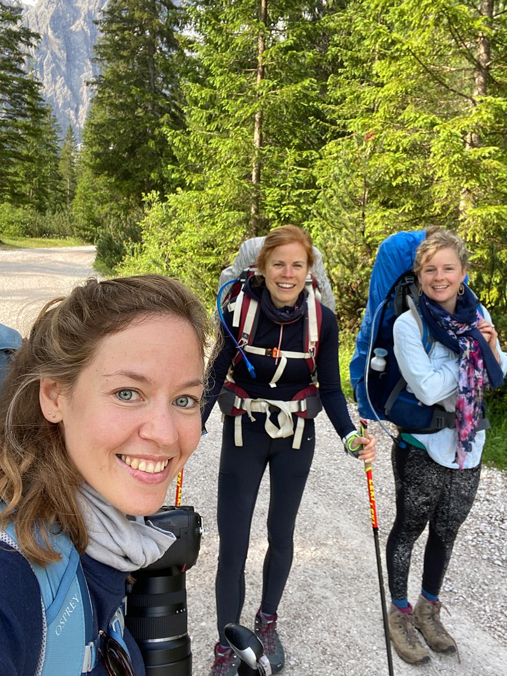 Beginnen aan de meerdaagse hike door de Dolomieten in goed gezelschap