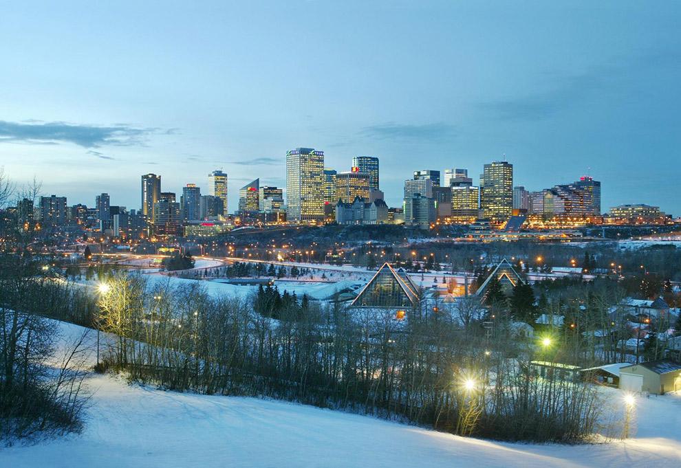 Winters Edmonton bij zonsondergang