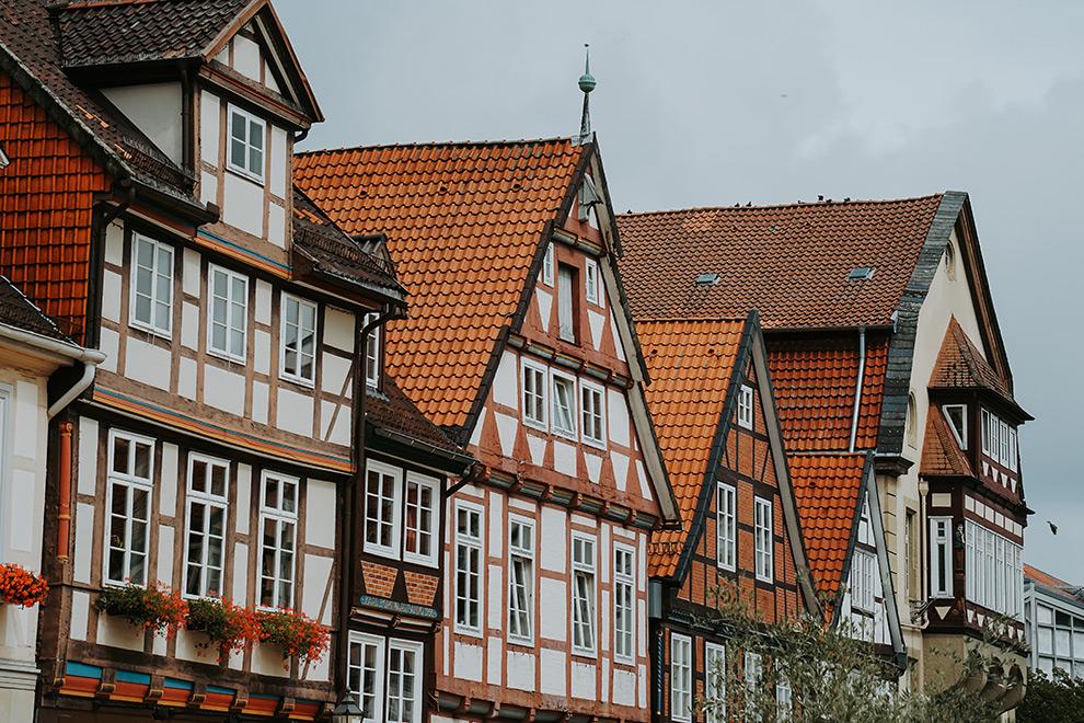 Kleurrijke gevels in vakwerkdorp Celle, vlakbij Hannover