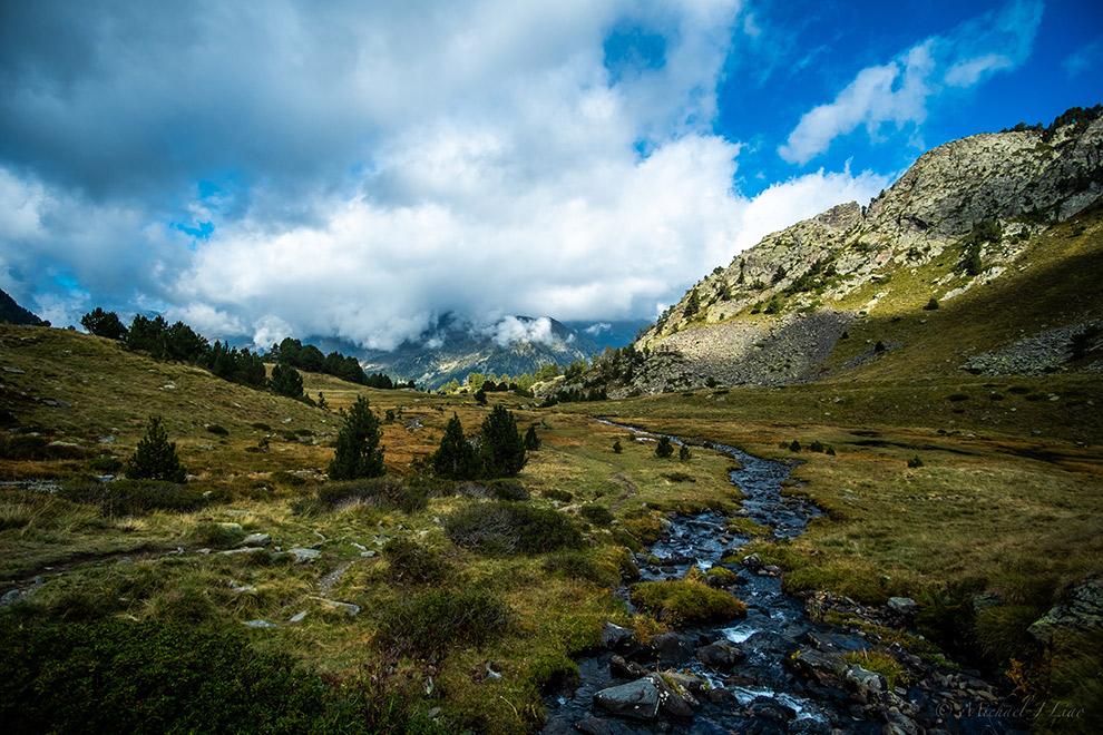 Wandelroute door het ruige berglandschap van de Pyreneeën