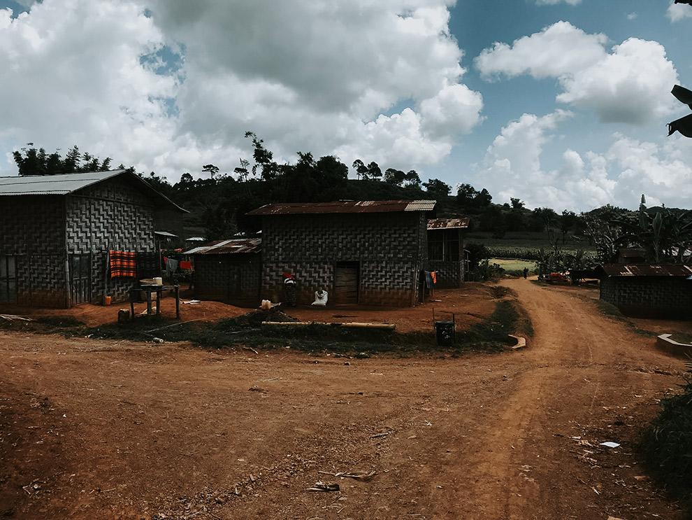 Aankomst in primitief dorpje Part Tu in Myanmar