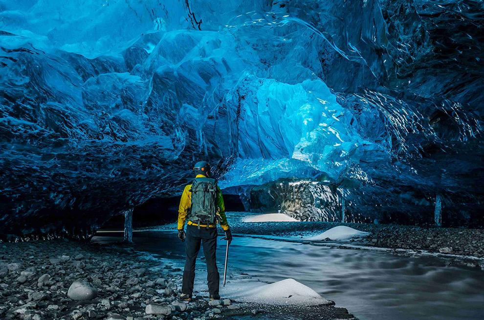 ijsland-natuurlijke-ijsgrot