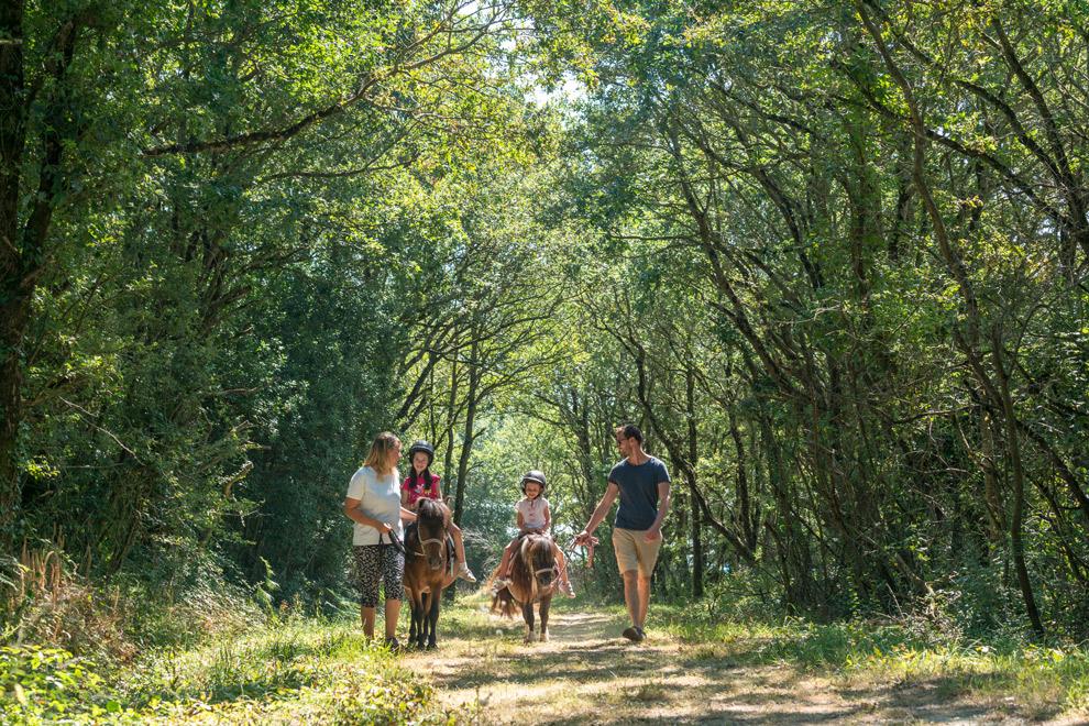 Pony rijden met de hele familie aan de Frans Atlantische kust