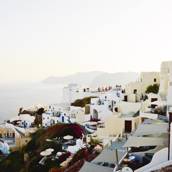 6x Avoid the crowds in Santorini