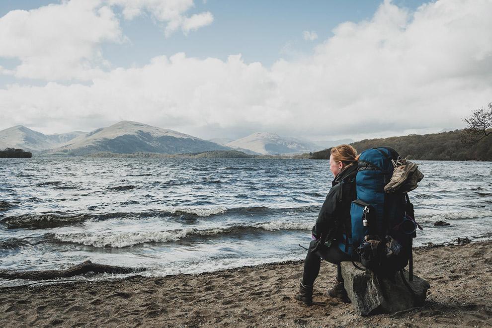 Rusten aan het water in de Schotse hooglanden