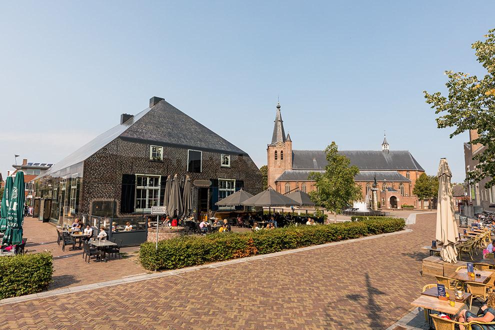 De Glazen Boerderij aan het marktplein van Schijndel