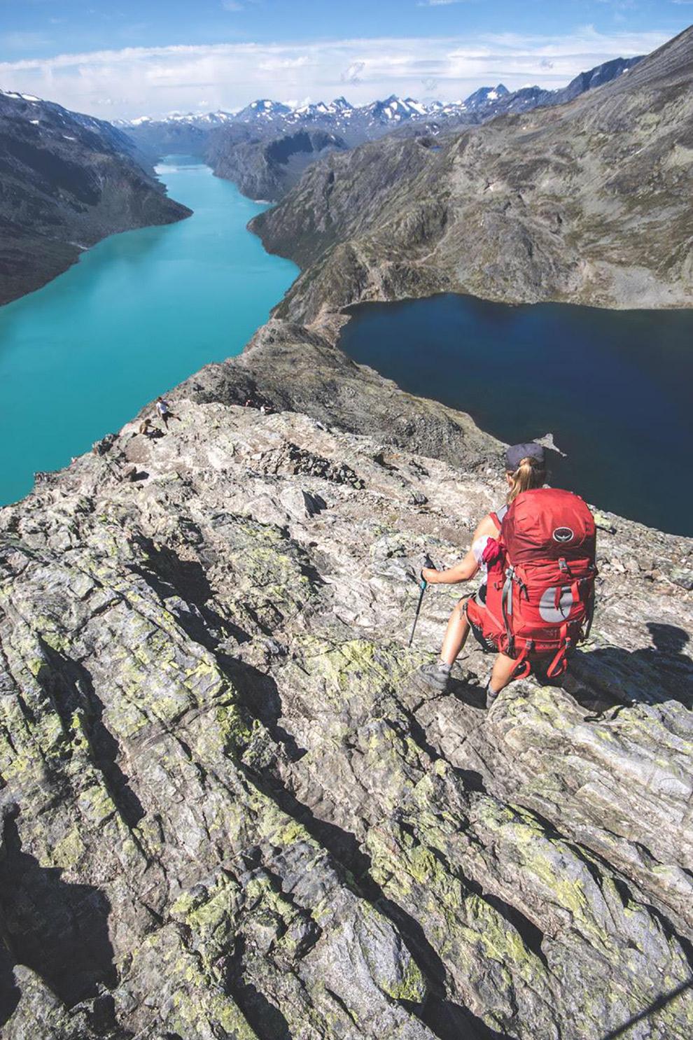 Spectaculair uitzicht vanaf grote hoogtes in Noorwegen