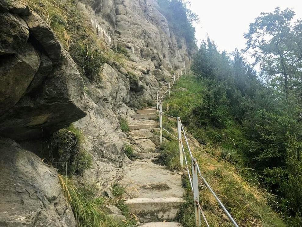 Stenen trap op wandelroute in Catalonië
