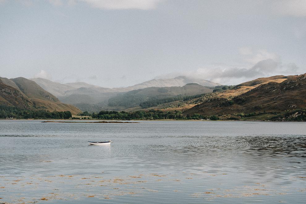 Rustgevend natuurlandschap in Lochcarron