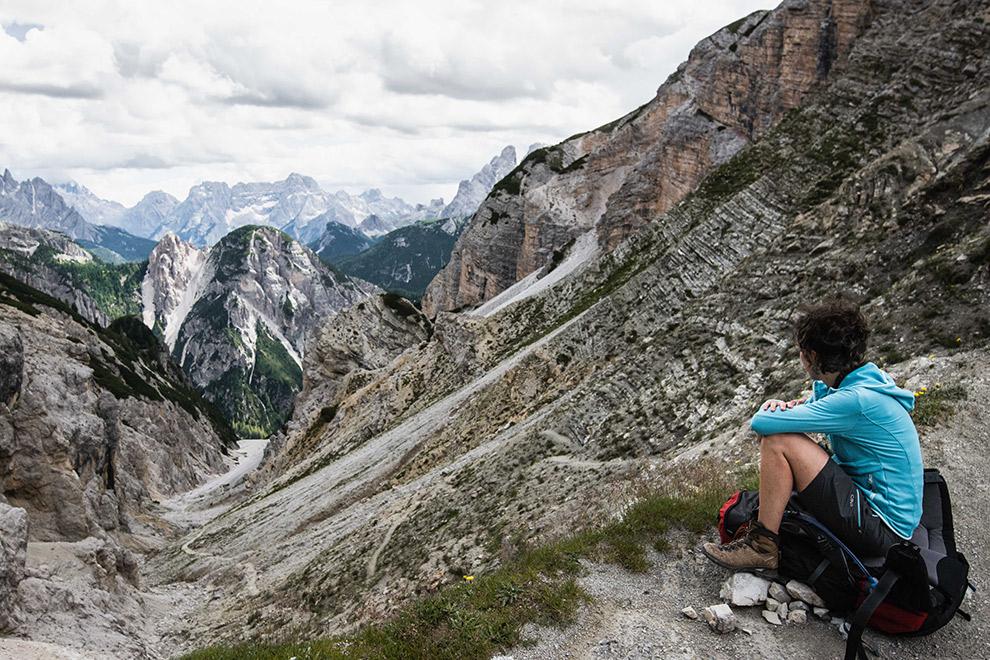Genieten van het uitzicht tijdens een hike in de Dolomieten