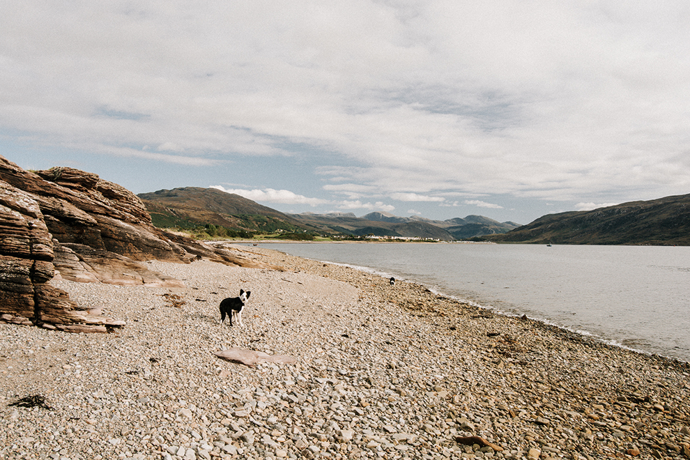 Wandeling langs Schots meer met hond