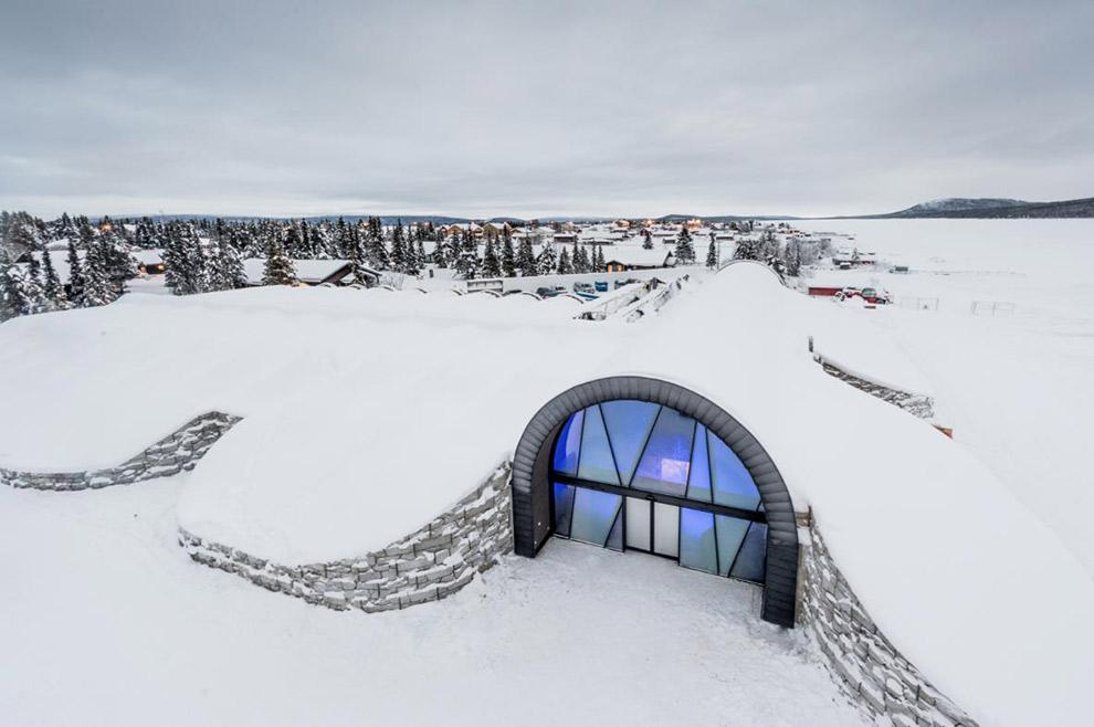 Het Zweedse icehotel onder een dik pak sneeuw
