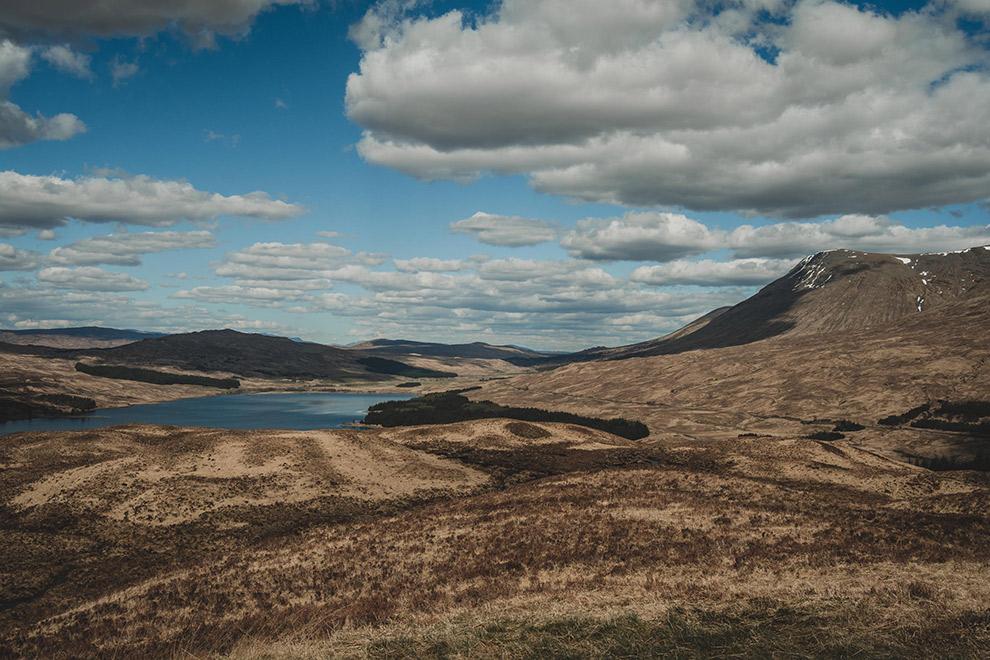 Verre uitzichten over het ruige Schotse landschap
