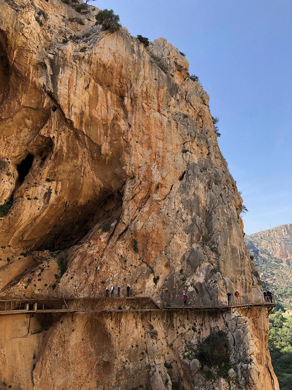 Wandelpad langs steile rots in Caminito del Rey