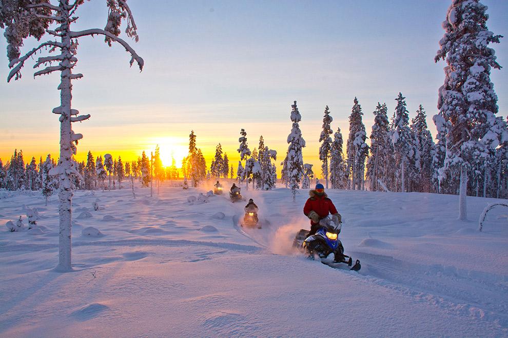 Met de sneeuwscooter door sprookjeslandschap in Lapland