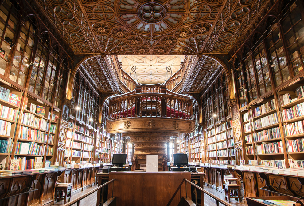 Beroemde boekenwinkel in Porto genaamd Lello Bookshop