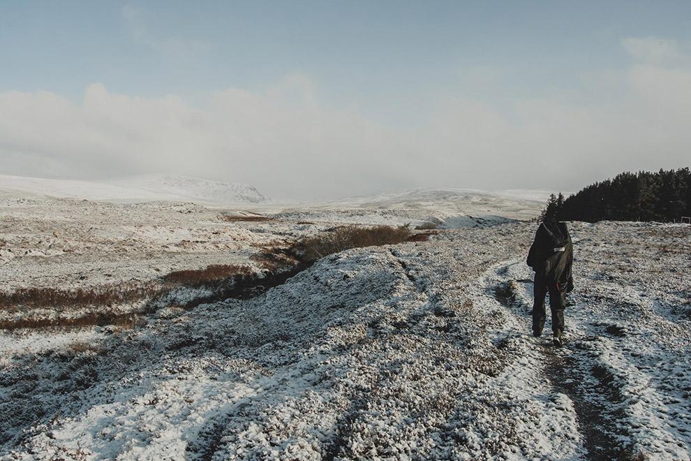 Laagje sneeuw bedekt Schotse heuvels