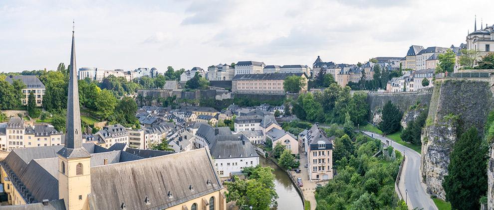 Uitzicht op de Alzette vallei in Luxemburg-stad