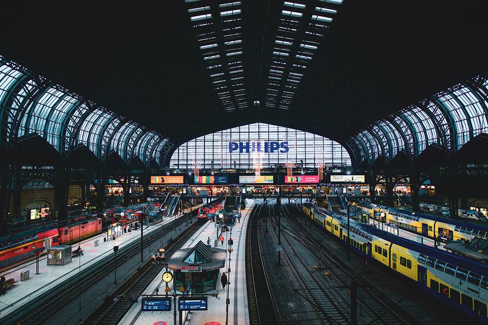 Duurzaam reizen via centraal station van Hamburg