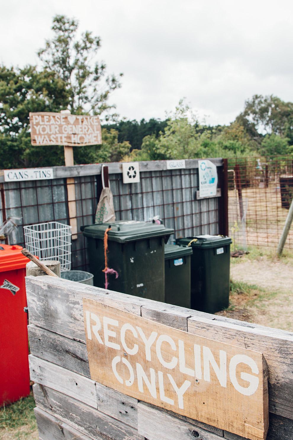 Afvalscheiding op Fair Harvest Permaculture Campground