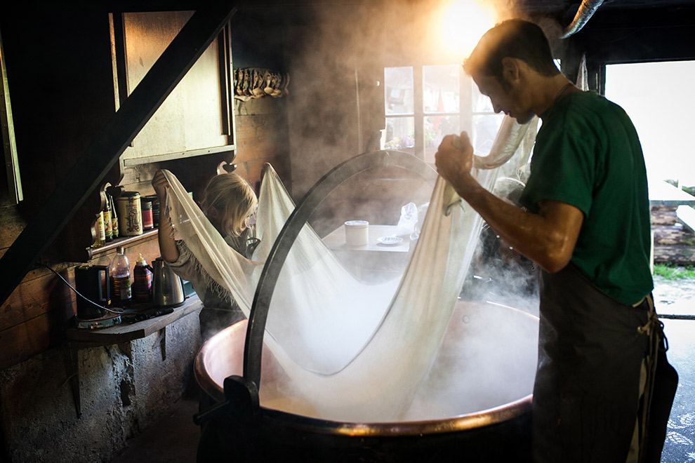 Zwitserse kaas op traditionele wijze gemaakt