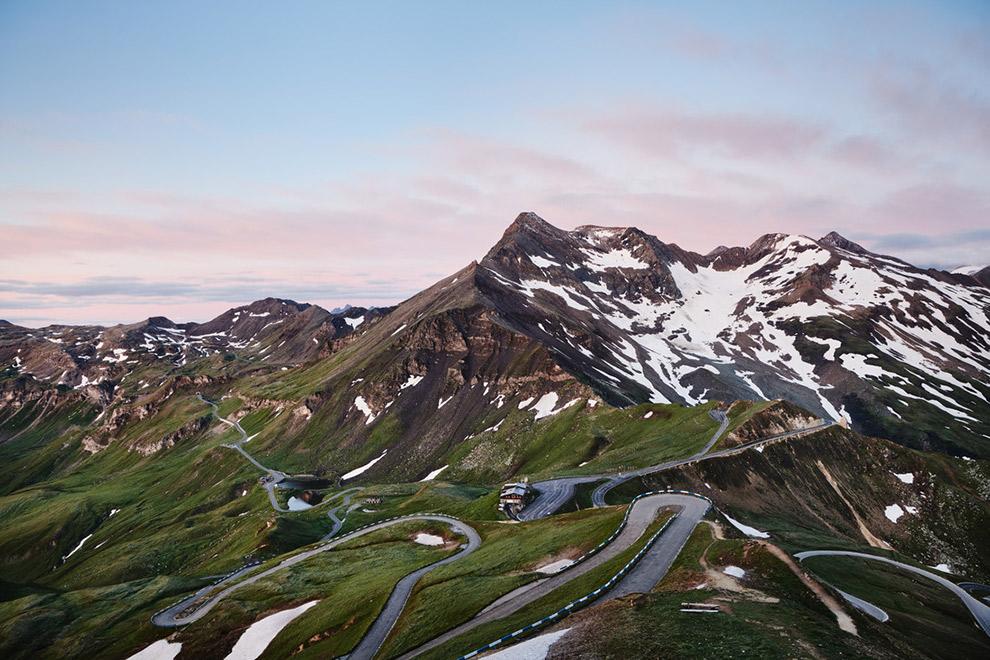 Spectaculaire autoroute vol haarspeldbochten in Oostenrijk