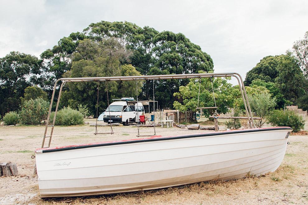 Gerecycled schommeltoestel gemaakt van oude boot