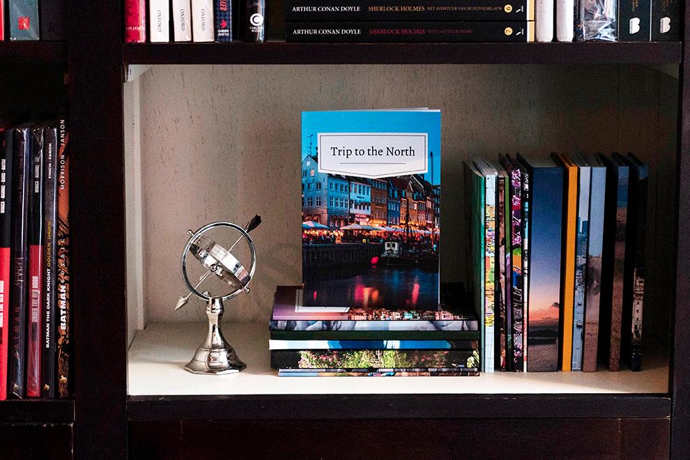 Dagboek vol reisherinneringen veilig opgeslagen in de boekenkast