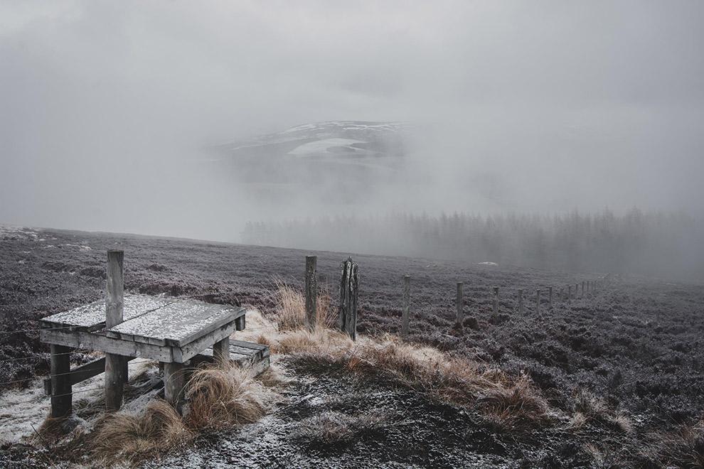 Sneeuwval in winters Schots landschap